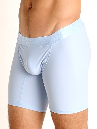Model in cerulean Ergowear FEEL XV Midcut
