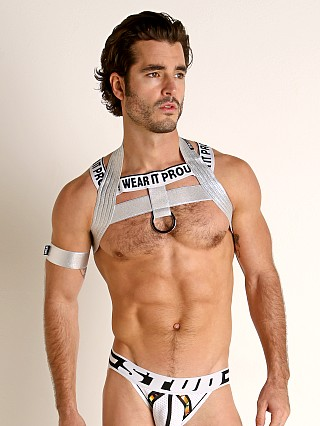 Model in silver STUD ado Ring Harness