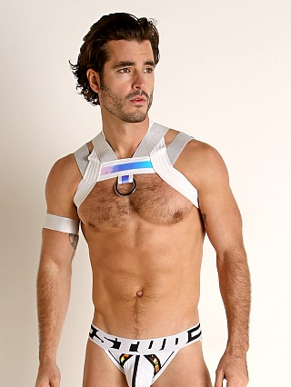 Model in silver STUD Stellar Lattice Ring Harness