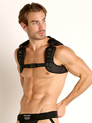 Model in black Nasty Pig Calibrate Bulldog Harness