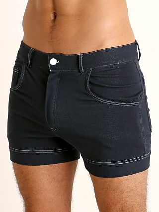 Model in denim Modus Vivendi Jeans Line Short Shorts