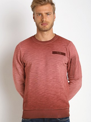 Model in dk bordeaux G-Star Batt Lyon Slub Sweatshirt Bordeaux