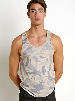 Model in sand Modus Vivendi Desert Tank Top