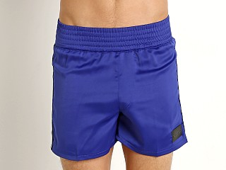 Model in blue Modus Vivendi Hip-Hop 90s Gym Shorts