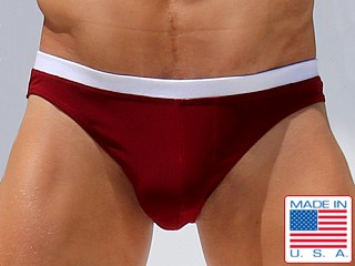 Model in burgundy Rufskin ITY Tomy Stretch Brief