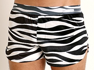 Model in zebra Modus Vivendi Animal Lounge Short