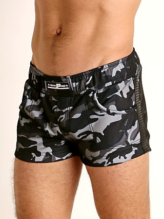 Model in black/grey camouflage STUD Major Military Short