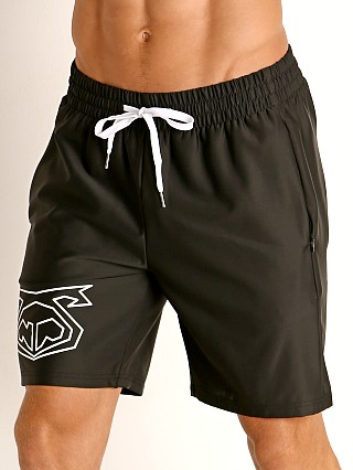Model in black Nasty Pig Snout Short
