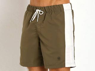 Model in combat G-Star Vinvis Atlantic Beach Shorts Kelly