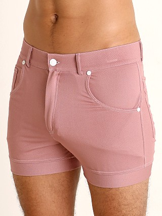 Model in dusty pink Modus Vivendi Jeans Line Short Shorts