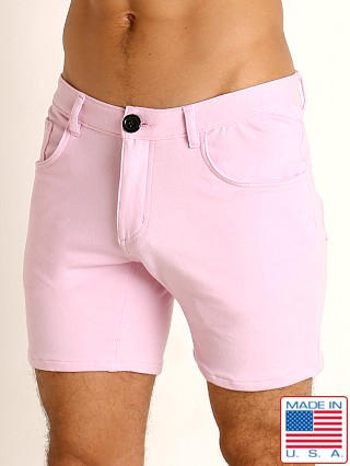 Model in light pink Go Softwear Moderne 5-Pocket Short