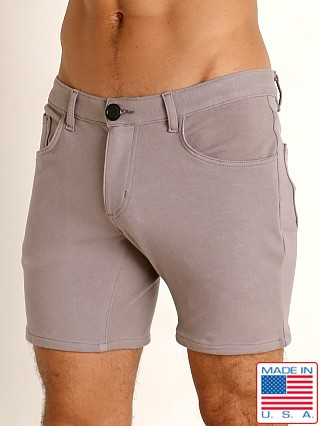 Model in pewter Go Softwear Moderne 5-Pocket Short