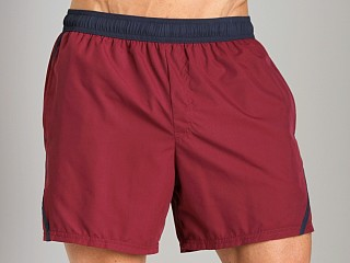 Model in bordeaux/blue GrigioPerla Nero Perla Positano Shorts Bordeaux